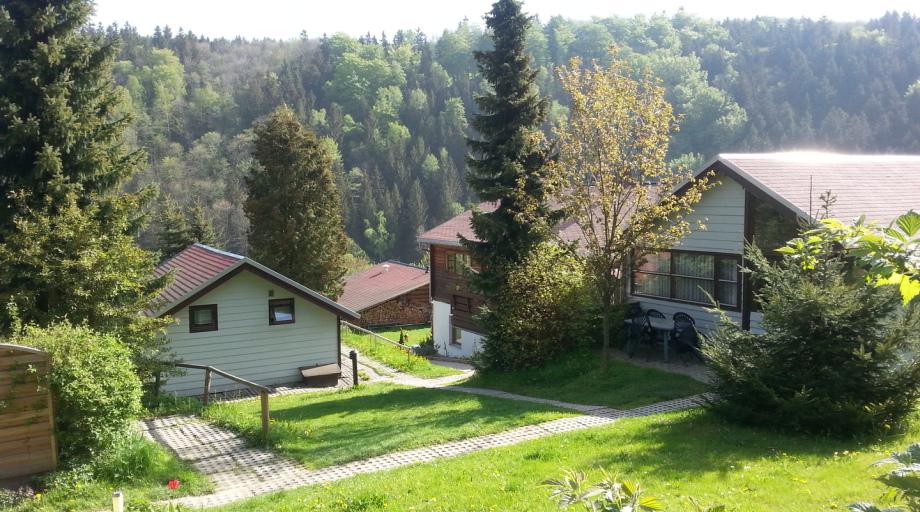 Verschiedene dänische Ferienhäuser im Feriendorf Schwarzwassertal.